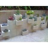 Blocos de concreto  no Bairro do Limão