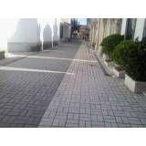 Colocar tijolos intertravados em Bertioga