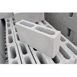 Fabricar blocos feitos de concreto na Pedreira