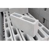 Fabricar blocos feitos de concreto na Ponte Rasa
