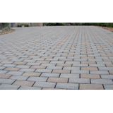 Informações sobre colocar tijolos intertravados no Jardins