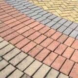 Vantagem do colocar tijolos intertravados no Jardins